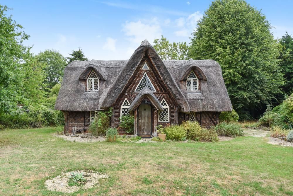 Could This Idyllic Thatched Cottage Be Your Fairy Tale Home? (If you've got a spare £575,000 that is...)