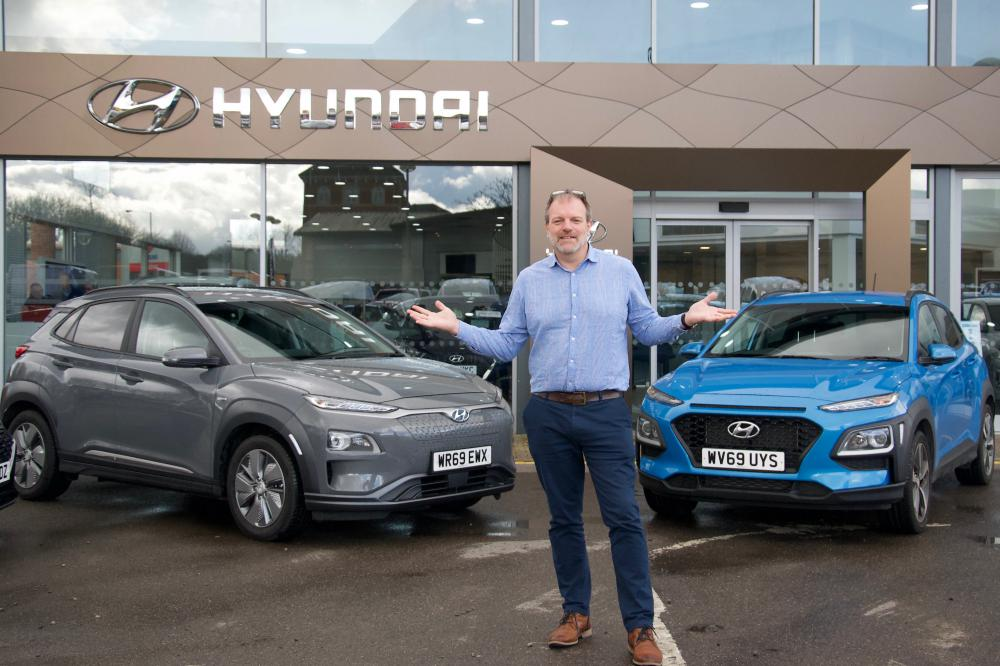 Spot the difference - Dominic Threlfall with electric (left) and petrol (right) Hyundai Konas
