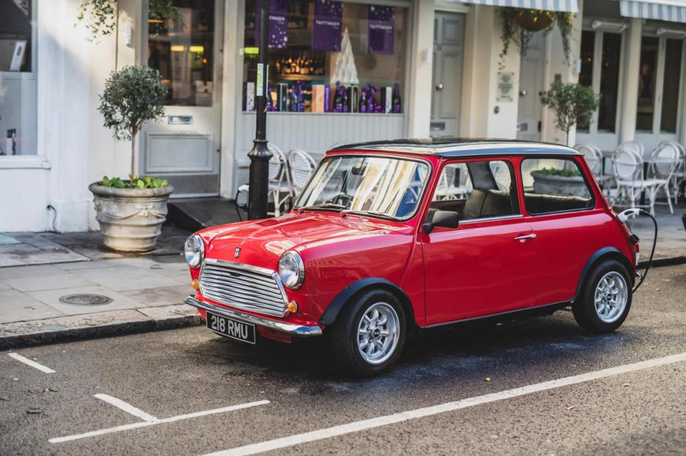New classic electric Mini to be built in Swindon