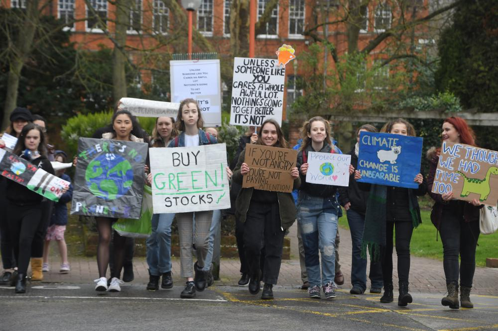 'I want them to actually do something' – Swindon students rally outside the council's offices for more action on climate change