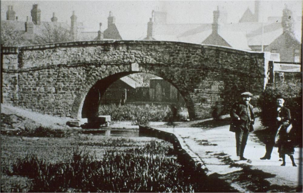 Swindon archive photo: Looking up the North Wilts Canal towards the former John Street bridge, circa 1912