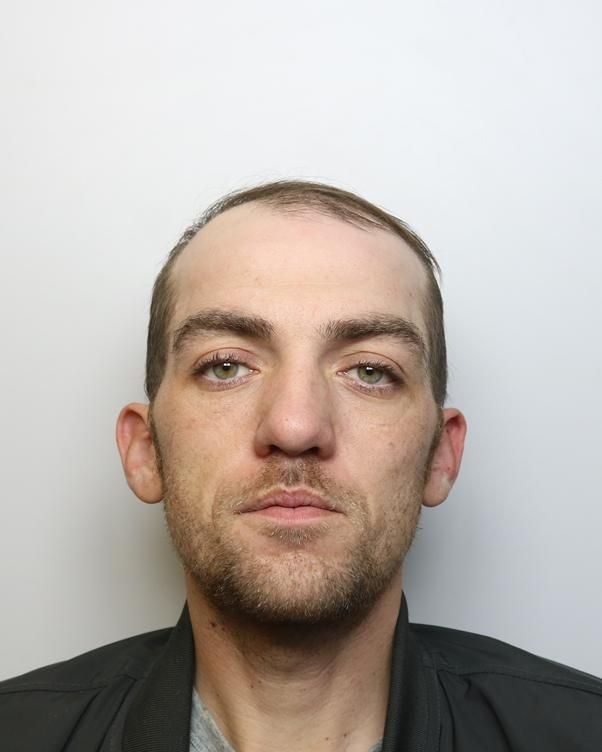Police hunt wanted Swindon man - Darren Moore