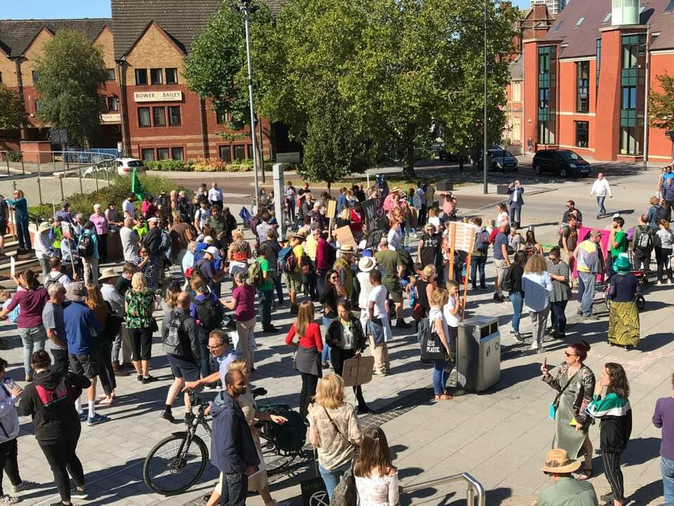 Hundreds turn out to campaign for the planet