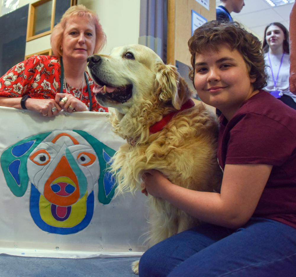 PAT (Pets as Therapy) dog Jette and Swindon-based artist Sue Green adds a breath of fresh air to Children's Unit