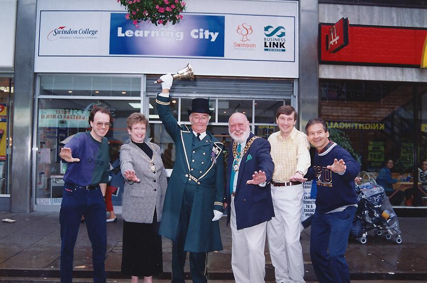 1997 October: Swindon Link launches online
