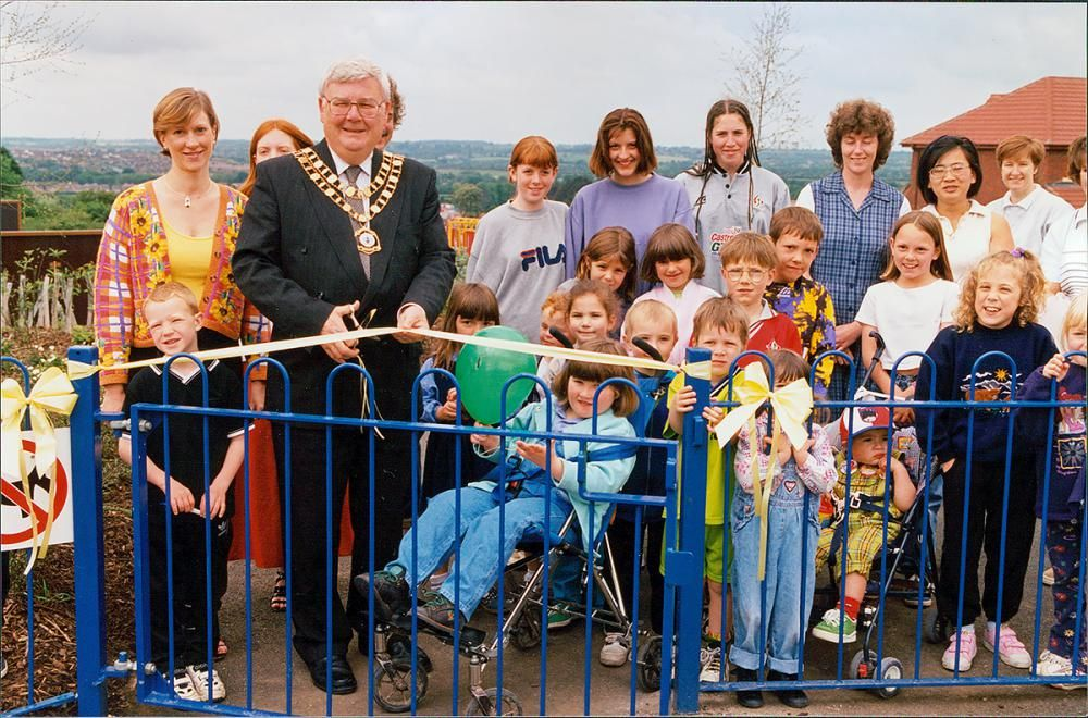 1998 June: Play parks at St Andrew's Ridge welcomed